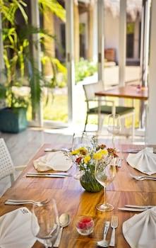 Salaya Beach Houses Negros Oriental Dining
