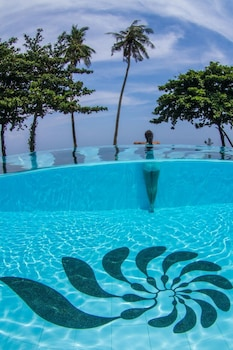 Salaya Beach Houses Negros Oriental Pool