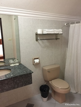 Bohol Tropics Resort Bathroom
