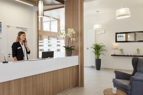 Annemasse - Comfort Suites Porte De Geneve - z Poznania, 30 kwietnia 2021, 3 noce