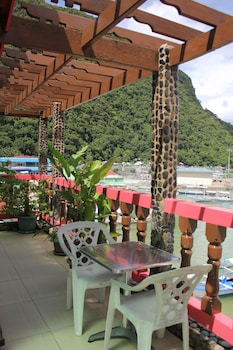 Aqua Travel Lodge El Nido Dining