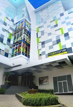 Hotel - MaxOneHotels.com at Glodok