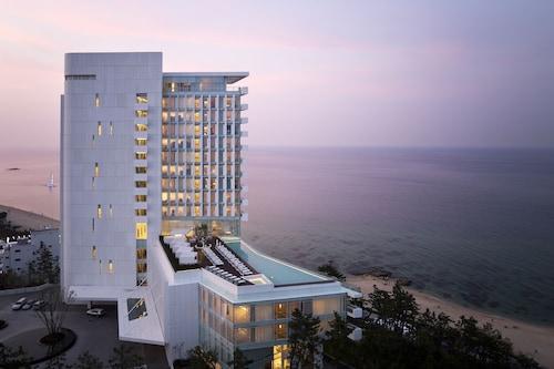 . SEAMARQ Hotel