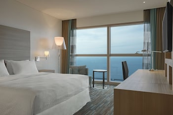 Premium Room, 1 Queen Bed, View, Sea Facing (Sea Facing View)