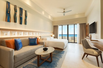 Ocean Front Pyramid Suite (with Sofa Bed)