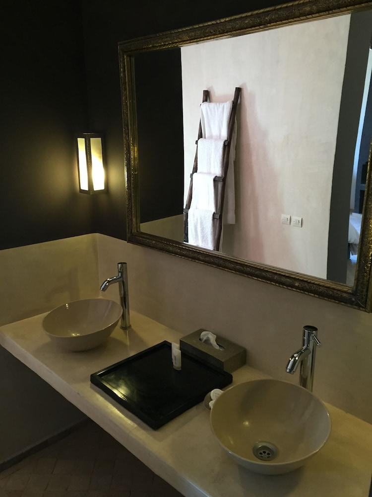 https://i.travelapi.com/hotels/12000000/11680000/11677100/11677099/5b594d0e_z.jpg