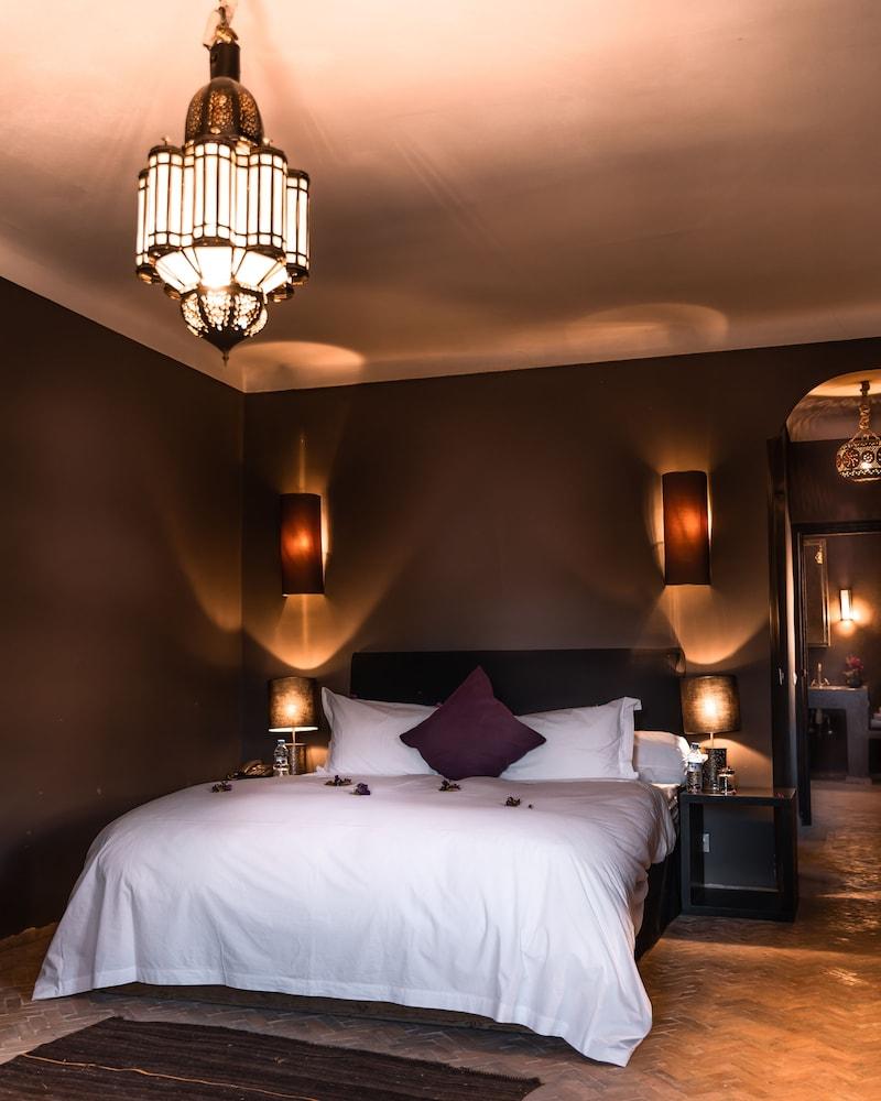 https://i.travelapi.com/hotels/12000000/11680000/11677100/11677099/6b151805_z.jpg