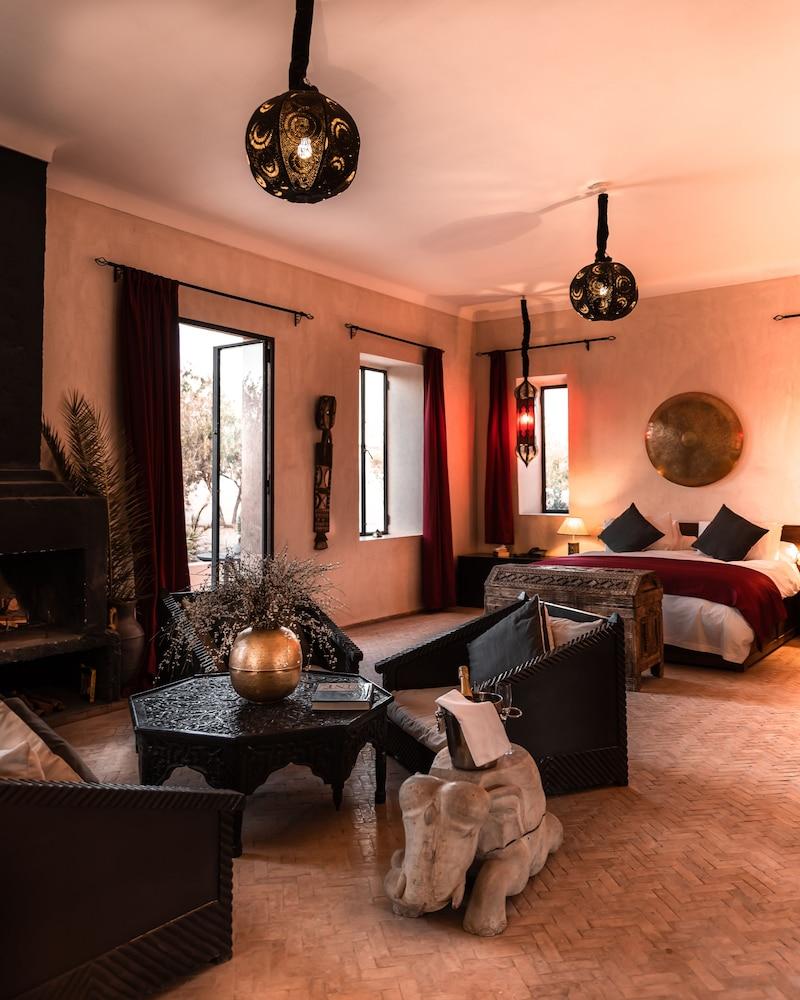 https://i.travelapi.com/hotels/12000000/11680000/11677100/11677099/a241439f_z.jpg
