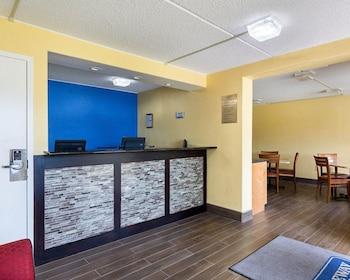 Lobby at Rodeway Inn in Camp Springs
