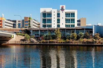 Best Western Plus Lake Kawana Hotel -