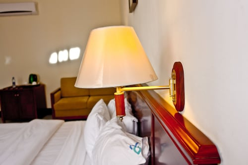 Birdrock Hotel, Mfantsiman