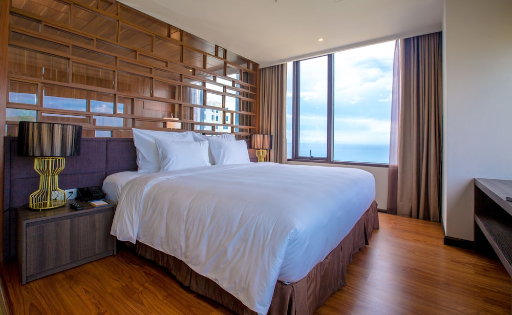 Suite : Presidential Suite, 1 King Bed, Ocean View (Sauna Included) 12 of 241