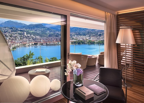 __{offers.Best_flights}__ The View Lugano