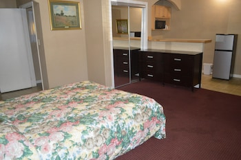 Suite, 1 King Bed, Kitchenette
