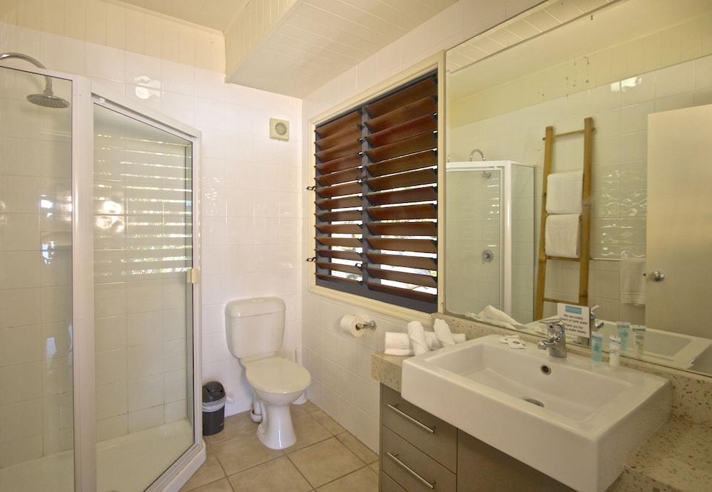 https://i.travelapi.com/hotels/12000000/11790000/11788100/11788020/f8c4d589_z.jpg