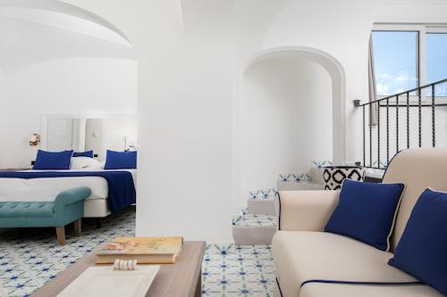 Hotel Mamela, Napoli