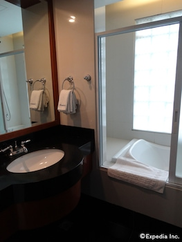 Blueberry Tourist Hotel Davao Bathroom