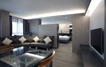Executive King Suite with Partial Sea View