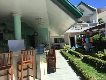 On Dive Love & Peace Resort Bohol Hotel Bar