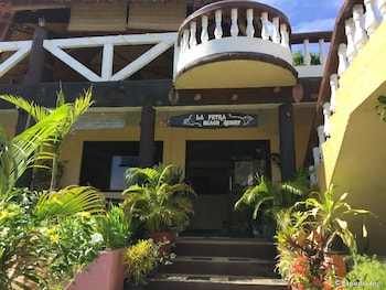 La Petra Beach Resort Anda Hotel Entrance