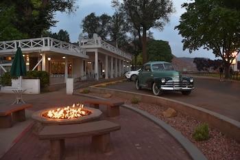 Hotel - Parry Lodge