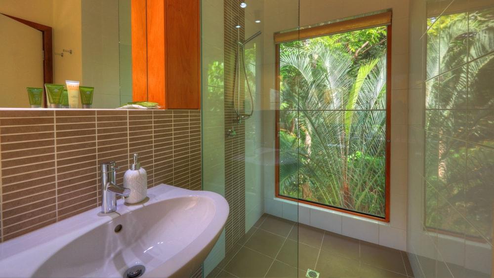 https://i.travelapi.com/hotels/12000000/11850000/11848700/11848604/3fb7ef74_z.jpg