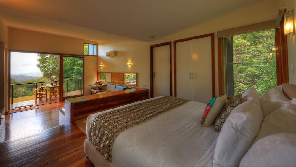 https://i.travelapi.com/hotels/12000000/11850000/11848700/11848604/5f9d7d63_z.jpg