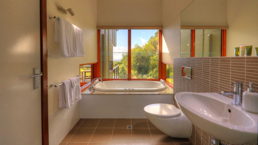 https://i.travelapi.com/hotels/12000000/11850000/11848700/11848604/654b39b6_z.jpg
