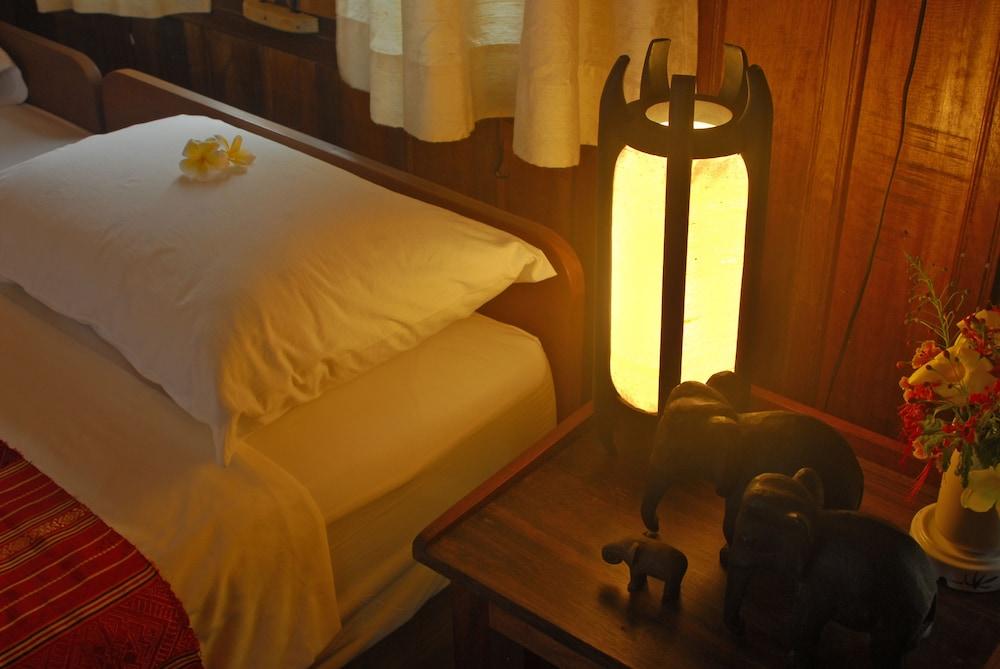 https://i.travelapi.com/hotels/12000000/11860000/11850800/11850750/84e722d2_z.jpg
