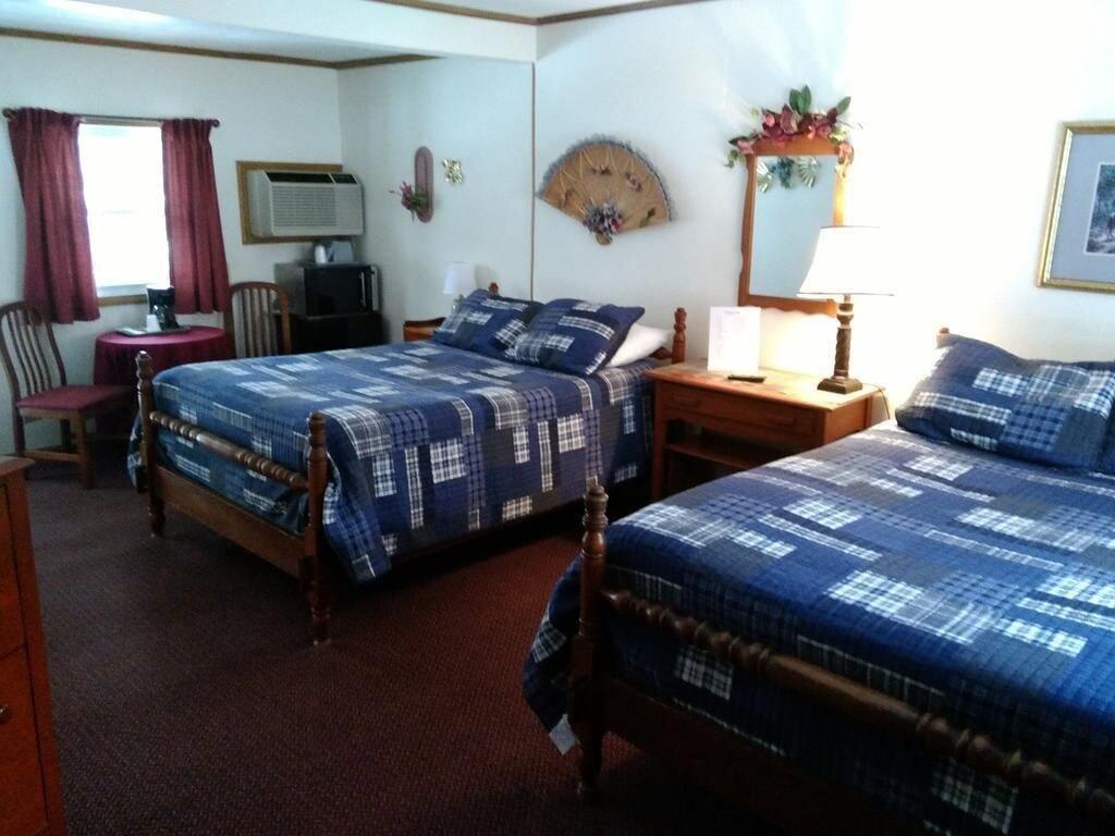 Lloyd's on the River Country Inn, Swain