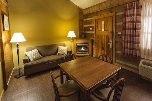 Timbers Lodge, Sevier