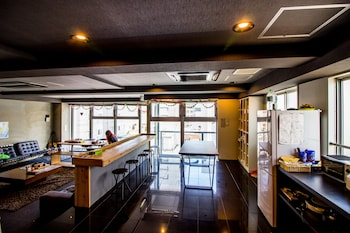 SANTIAGO GUESTHOUSE HIROSHIMA – HOSTEL Interior Detail