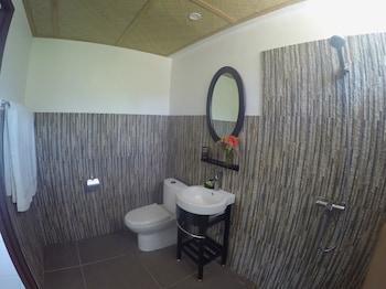 Chindonan Dive Resort Coron Bathroom