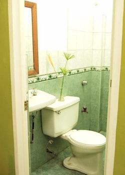 Bamboo Garden Business Inn Dipolog Bathroom