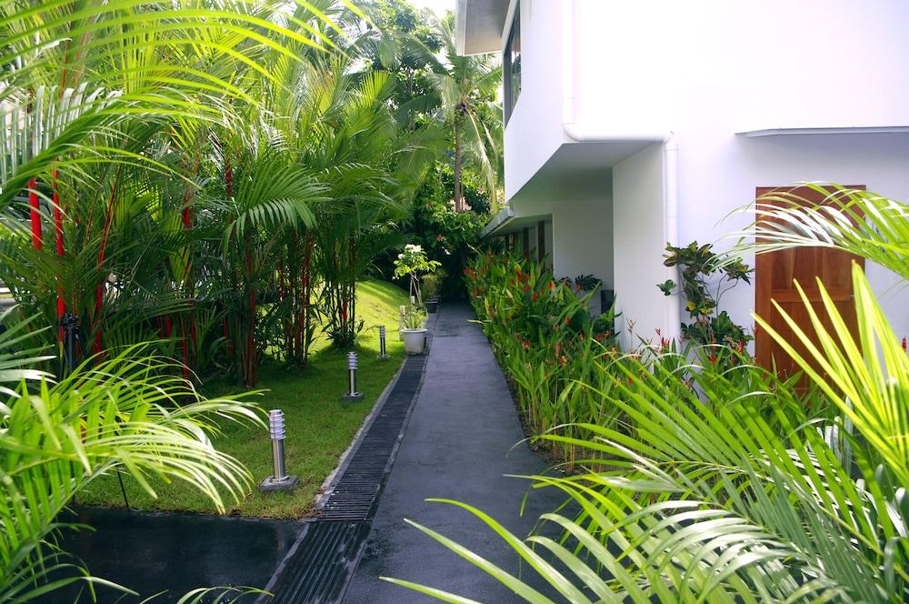 https://i.travelapi.com/hotels/12000000/11890000/11881600/11881555/5789bd76_z.jpg