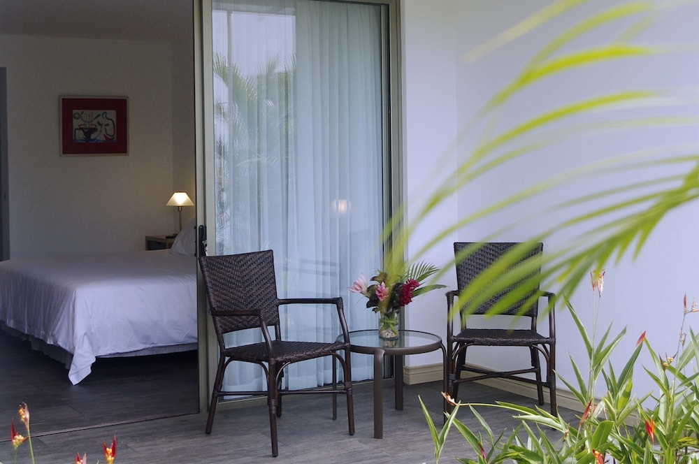 https://i.travelapi.com/hotels/12000000/11890000/11881600/11881555/ca3a215e_z.jpg