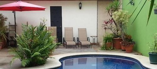. Hotel La Guaria Inn & Suites