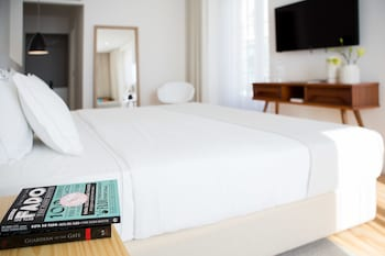 Hotel - The 8 Downtown Suites