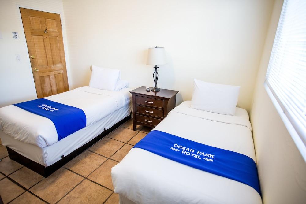 https://i.travelapi.com/hotels/12000000/11900000/11898400/11898364/018d6051_z.jpg