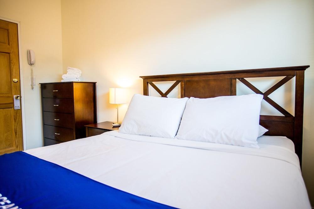 https://i.travelapi.com/hotels/12000000/11900000/11898400/11898364/425bfb75_z.jpg