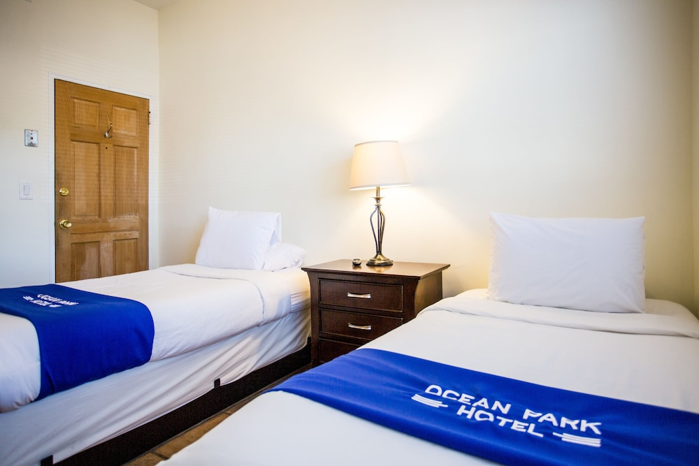 https://i.travelapi.com/hotels/12000000/11900000/11898400/11898364/91500547_z.jpg
