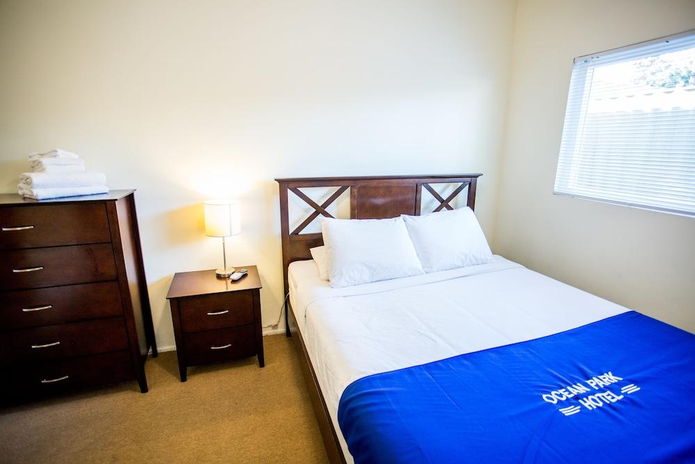 https://i.travelapi.com/hotels/12000000/11900000/11898400/11898364/93755fc8_z.jpg