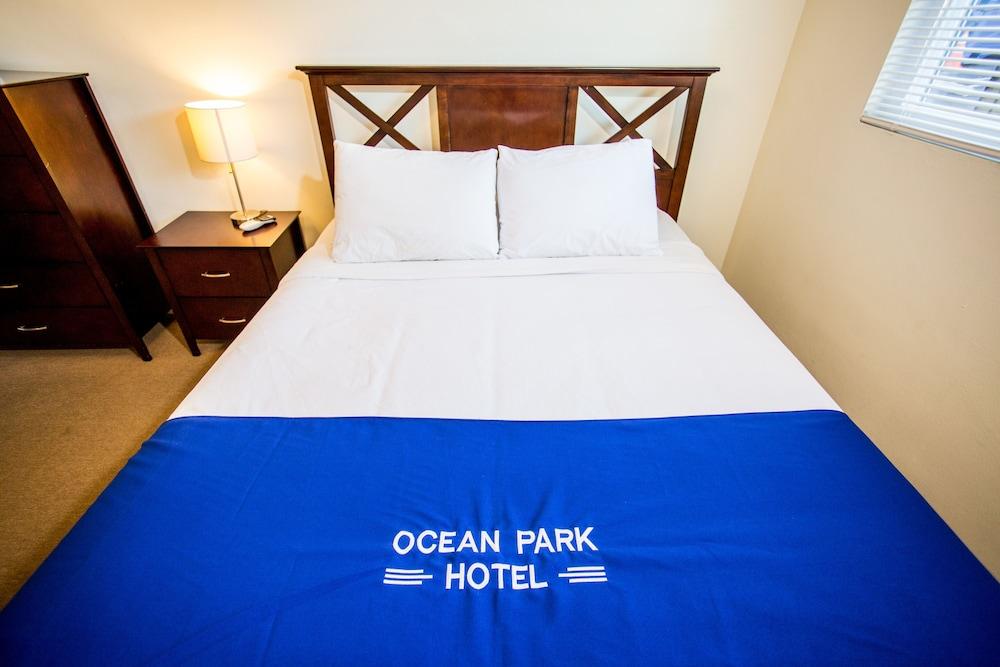 https://i.travelapi.com/hotels/12000000/11900000/11898400/11898364/ff05b476_z.jpg