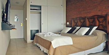 https://i.travelapi.com/hotels/12000000/11910000/11901100/11901081/d2e974a1_b.jpg