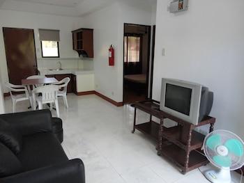 A Family Apartelle Bohol Living Room