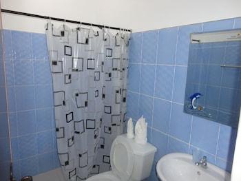 A Family Apartelle Bohol Bathroom