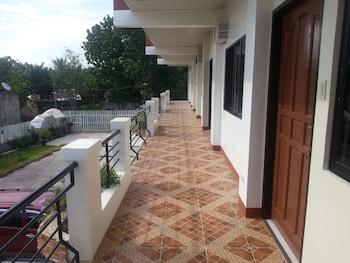A Family Apartelle Bohol Terrace/Patio