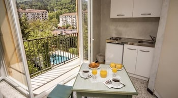 Superior Studio Suite, 1 Bedroom, Kitchenette, Garden Area