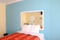 Room, 1 Queen Bed, Non Smoking, Shared Bathroom