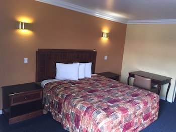 Standard Room, 1 King Bed, (Non-Smoking/Smoking)